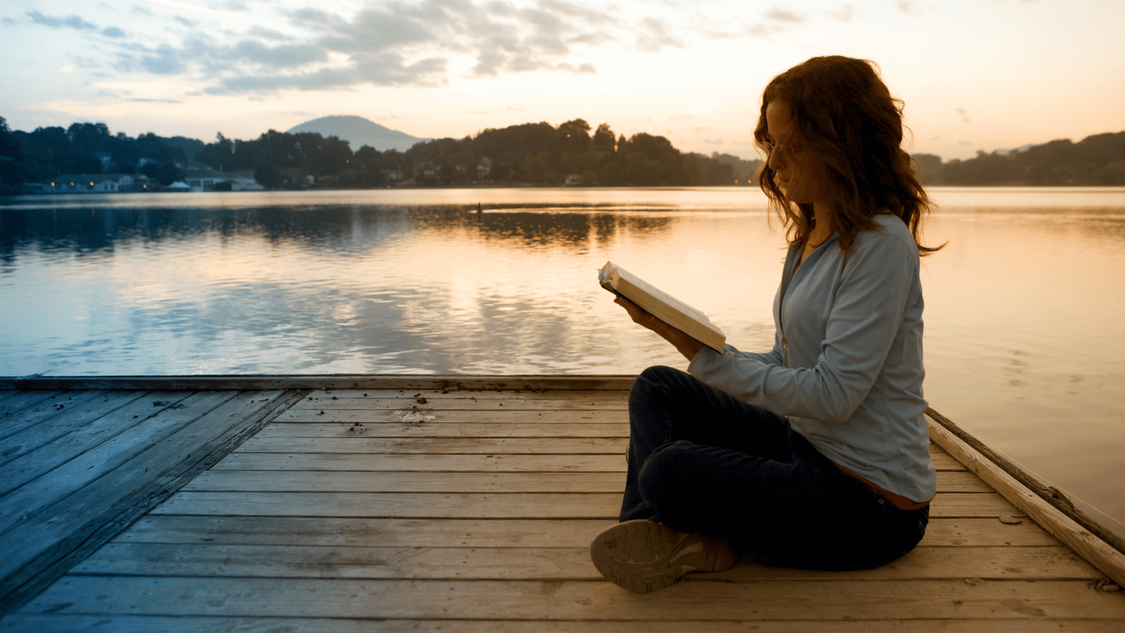 Lady reading-how the Bible can change your life